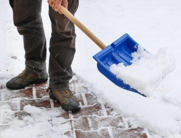 Welche Verpflichtungen habe ich als Hauseigentümer, wenn der erste Schnee fällt? Schneeräumung Pflichte und Rechte